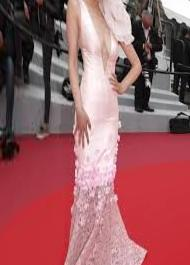 Cannes, Monica Bellucci, star in black on the red carpet - Photo - ANSA.it