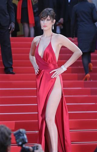 Kożuchowska is hiding under the original hat in Cannes