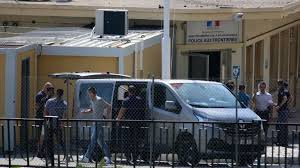 Ventimiglia, migrants locked up in containers